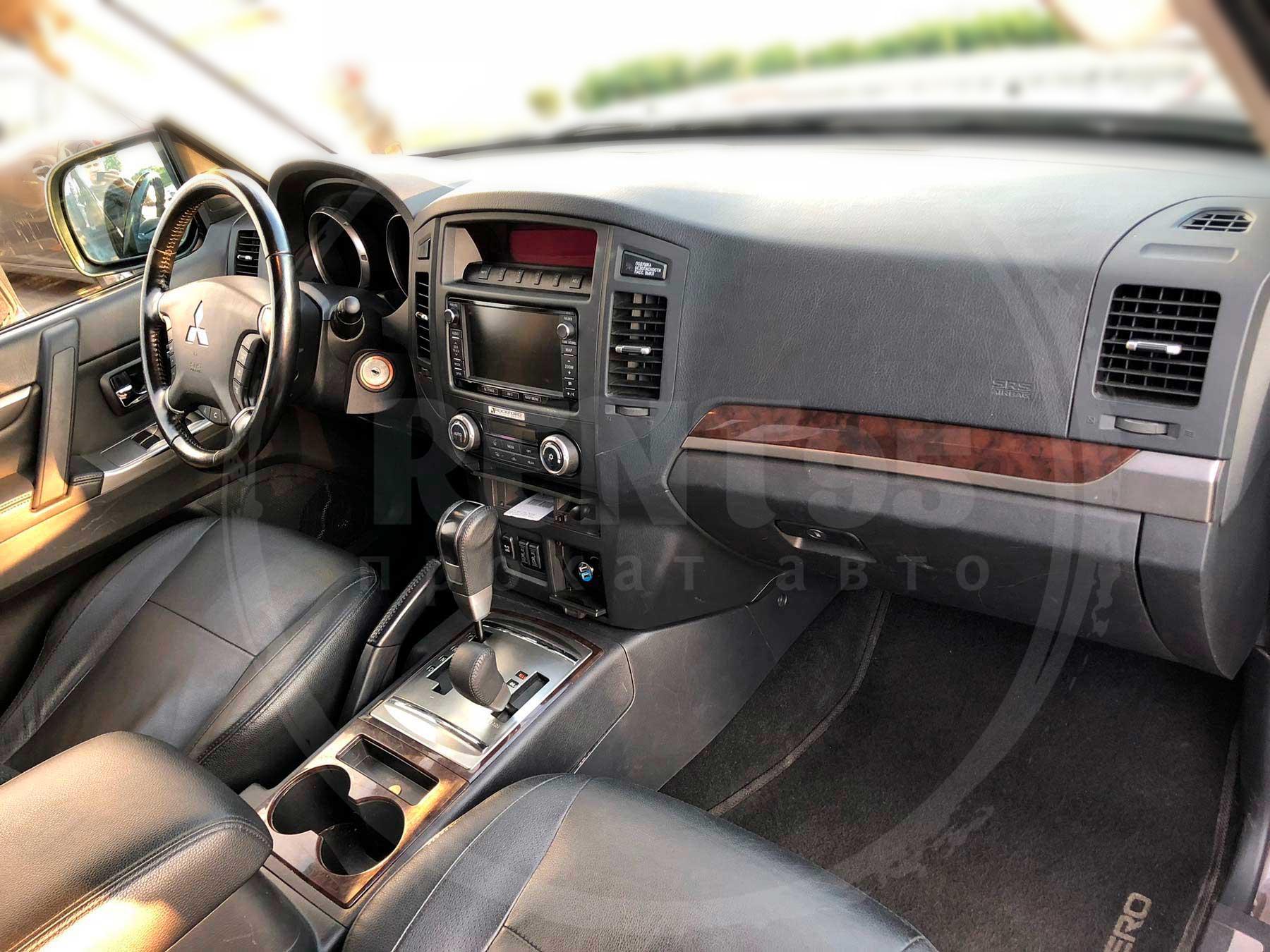 Rent Mitsubishi Pajero Wagon 2014